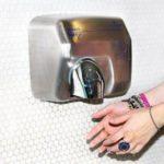 Сушилки для рук могут навредить здоровью детей